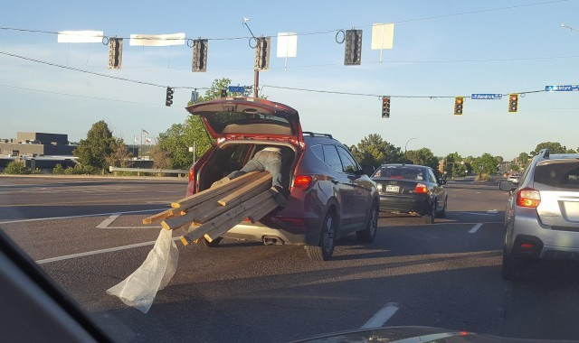 крупногабаритный груз в багажнике фото