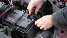 Способ, который позволит защитить аккумуляторы авто от полной разрядки зимой